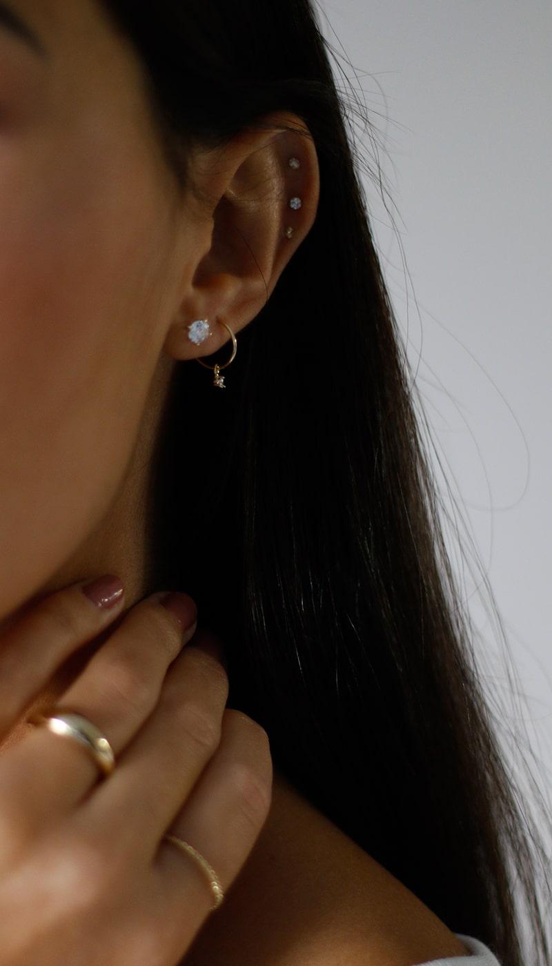 Pendientes-Aros-oro-circonita-pequeño-byou-jewelry-3-min