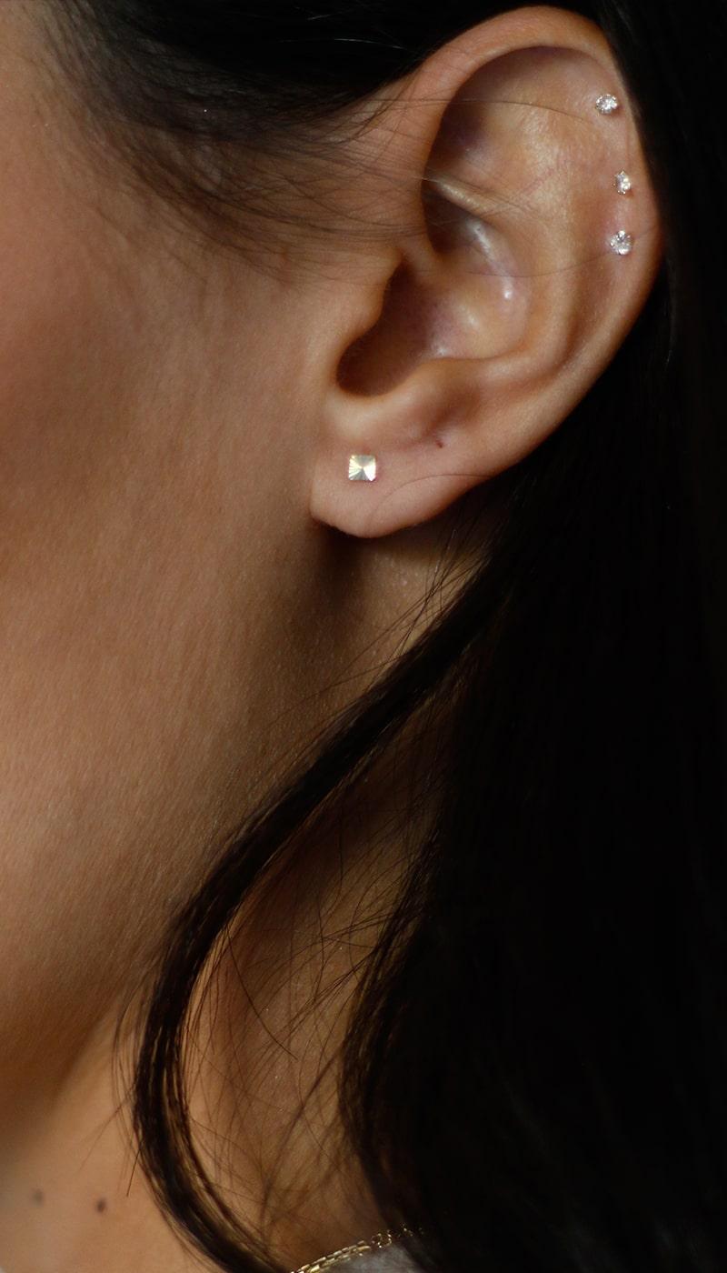 Piercing-Cuadrado-Mateado-oro-byou-jewelry-4-min