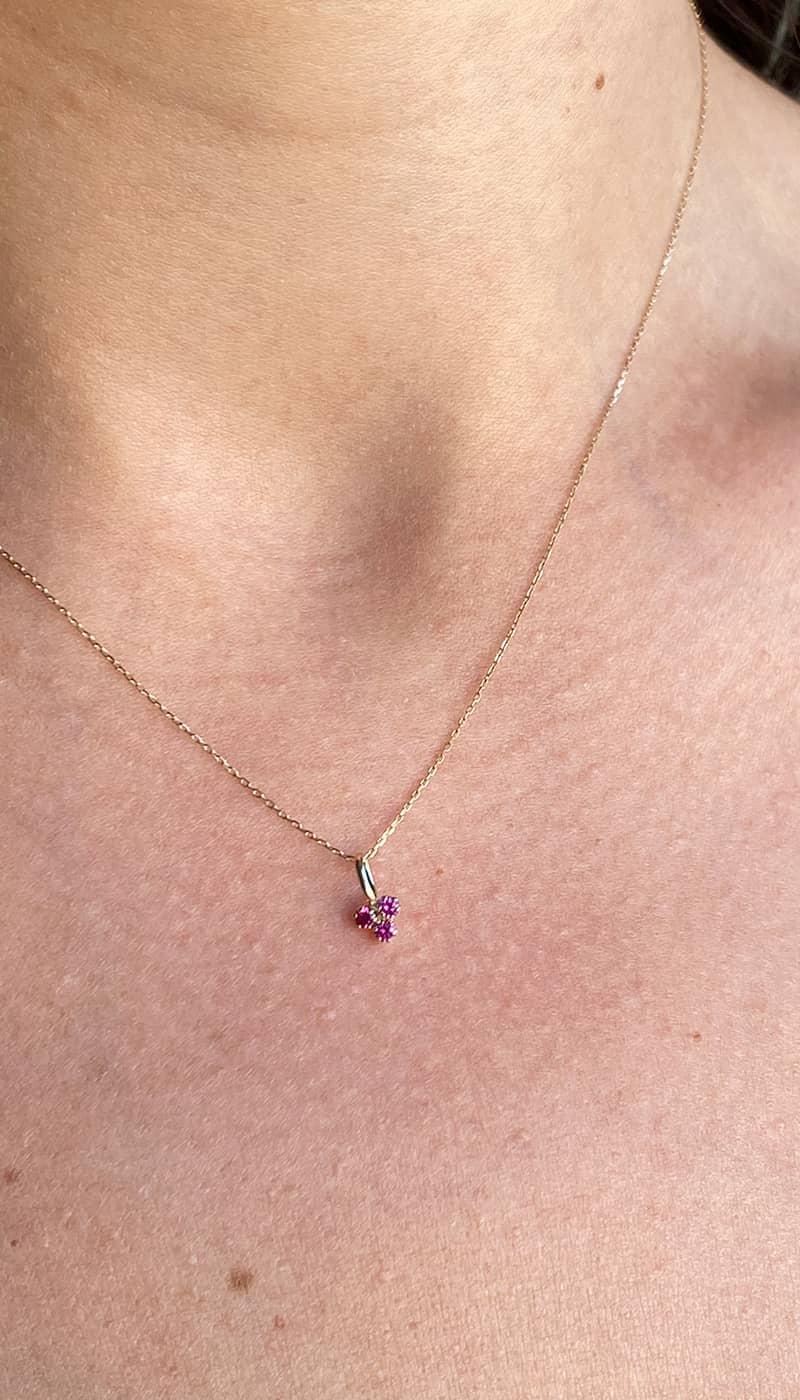 colgante-trebol-rubi-byou-jewelry-oro
