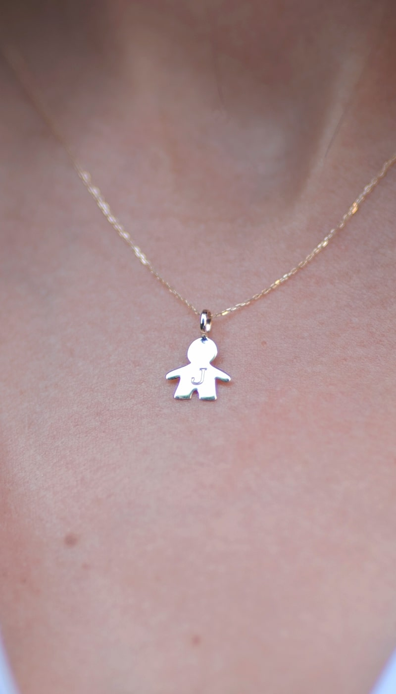 Colgante_Niño_Dia_de_la_madre_byou_jewelry_modelo2-min